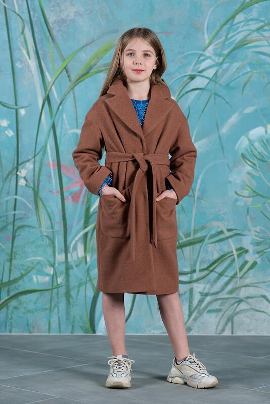 Бежевое детское пальто с накладными карманами 2020 1