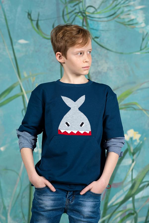 """Синий детский свитшот для мальчика с рукавами и аппликацией """"Акула"""" 2021 1"""