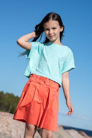 Красные детские шорты для девочки, со складками и аппликацией краб на кармане