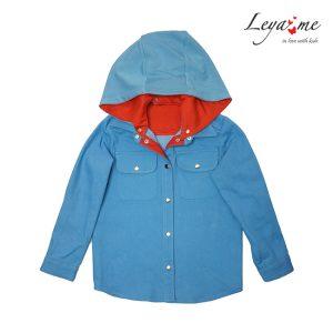 Джинсовая детская рубашка со съемным трикотажным капюшоном и яркой подкладкой