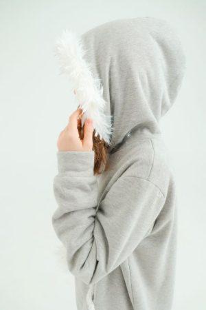 Взрослый серый худи с меховой опушкой