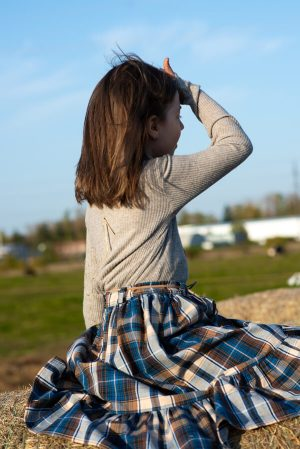 Детский бадлон серо-бежевый с удлиненным рукавом