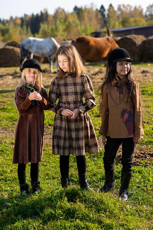 Бежевое детское платье-рубашка для девочки 2021 1