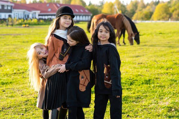 Детские трикотажные черные брюки для девочки