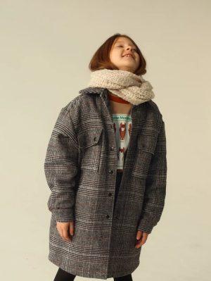 Серое детское пальто-рубашка в клетку