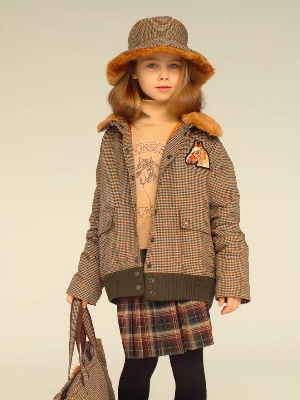 Утепленная детская куртка в клетку с нашивкой и меховым воротником 2020 1