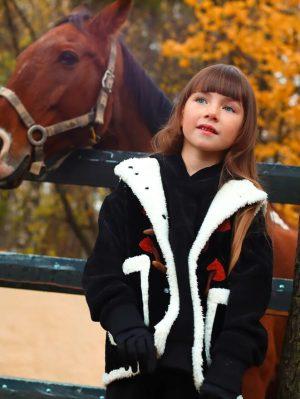 Детский жилет для девочки из стеганого трикотажа на меховой подкладке