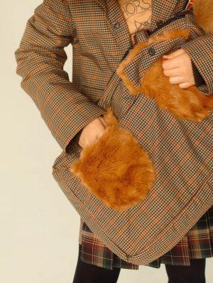 Детская сумочка для девочки, из клетчатого текстиля с меховыми деталями
