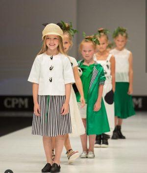 Платье детское в черно-белую полоску