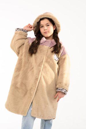 Детское пальто-рубашка из искусственного меха с нашивкой