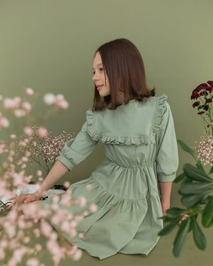 Оливковое детское платье со съемным воротником