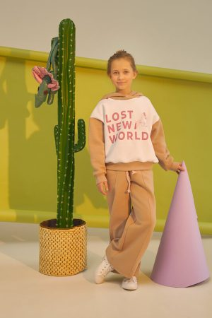 Широкие бежевые детские брюки для девочки, из футера со стрелками