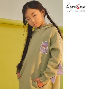 Детское платье-туника с капюшоном для девочки, из футера с декоративными деталями на рукавах