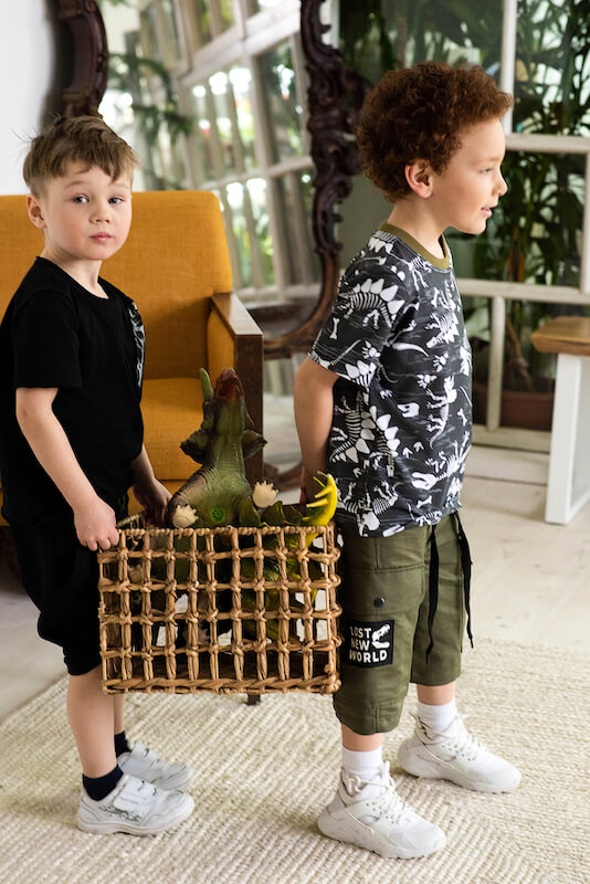 Детские шорты для мальчика цвета хаки с накладными карманами