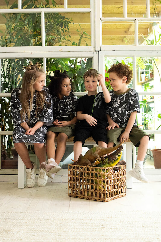 """Детское платье-футболка для девочки с принтом """"Скелеты динозавров"""""""
