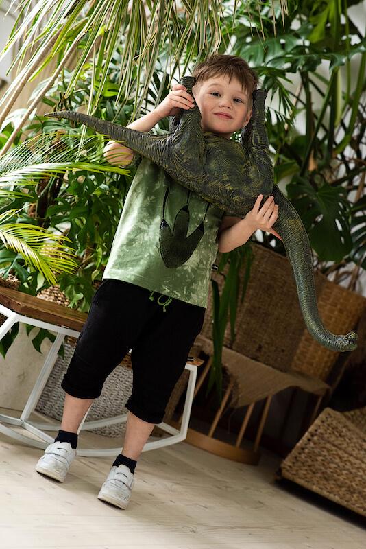 """Зеленая детская футболка для мальчика с принтом тай дай и аппликацией """"Лапа динозавра"""""""