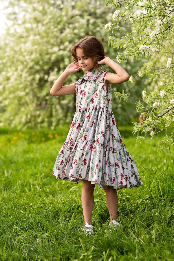 Летний детский сарафан в цветочек с отложным воротничком и оборками для девочки