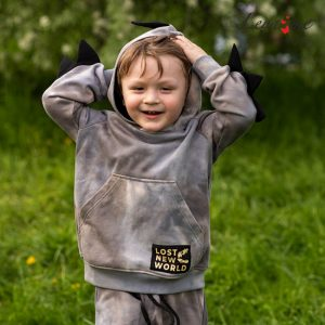 Бежево-серый худи на мальчика тай дай с декоративными элементами