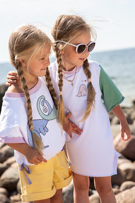 Удлиненная детская футболка с цветными рукавами для девочки 2021 1