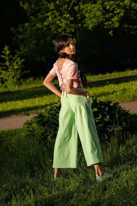 Летние нежно зеленые детские джинсы-кюлоты для девочки 2021 2