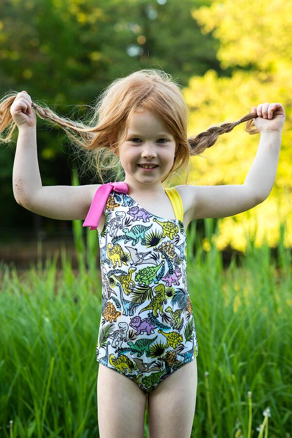 """Детский купальник для девочки с принтом """"Разноцветные динозавры"""""""