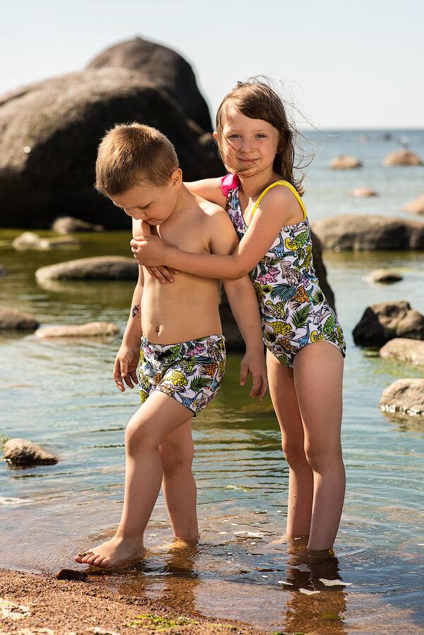 """Детские плавки для мальчика с принтом """"Разноцветные динозавры"""""""