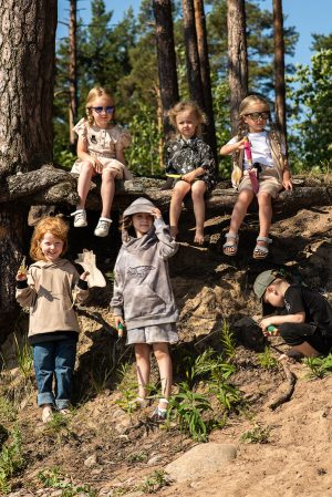 Детский худи для мальчиков и девочек, с принтом тай дай, капюшоном с козырьком и аппликацией