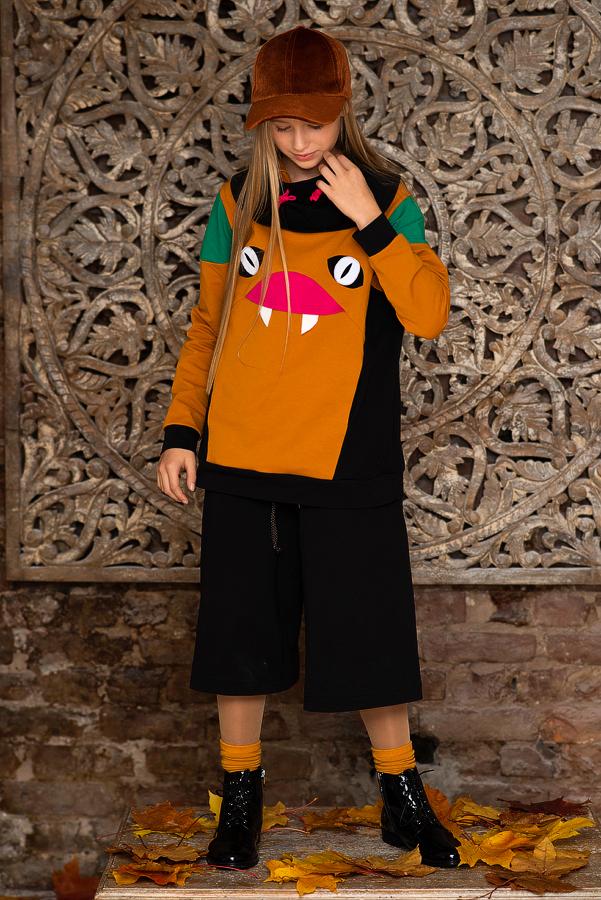 Яркий свитшот на девочку с аппликацией монстра 2021 1