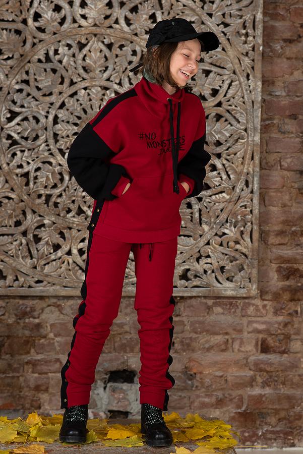 Детский свитшот с принтом красный с застежками на кнопках