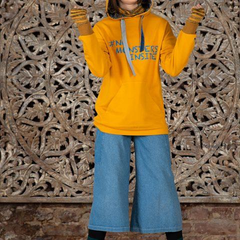 Желтый детский свитшот с принтом и полосатыми вставками