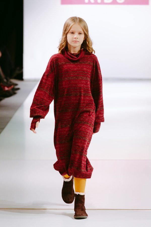 Детское бордовое платье-туника с закрытым горлом 2021 1