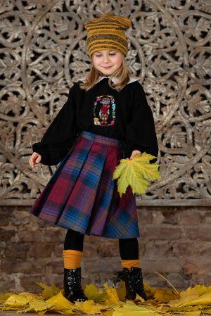Блузка для девочки черная с воротничком и вышивкой