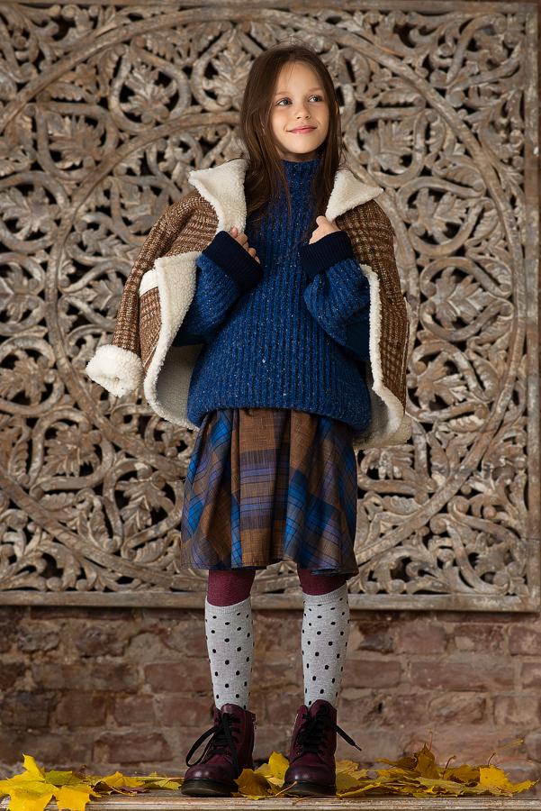 Бежевое пальто для девочки