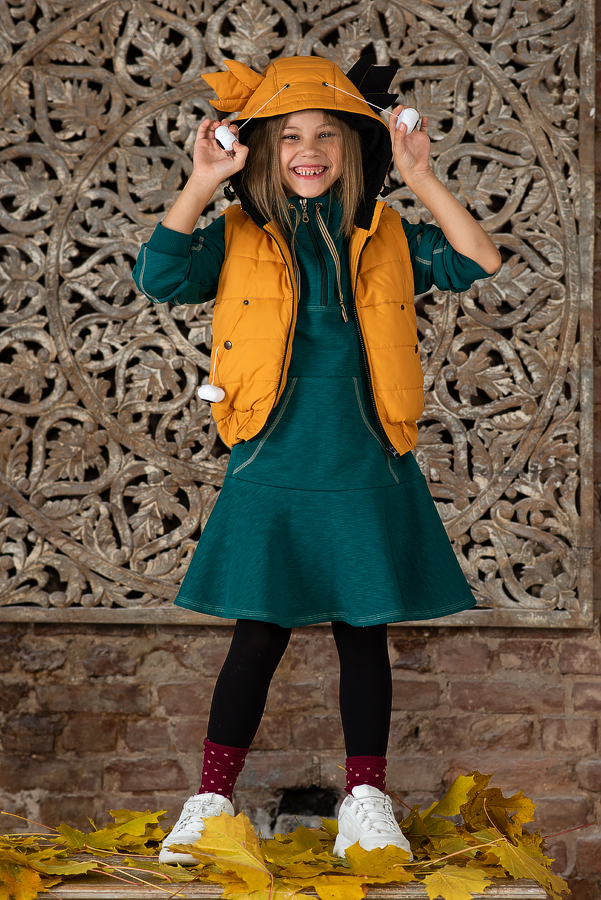 Платье-толстовка в спортивном стиле для девочки зеленое