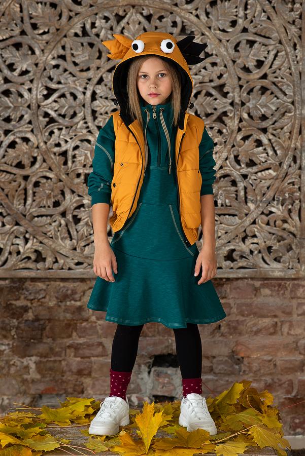 Желтый детский жилет с капюшоном 2021 1