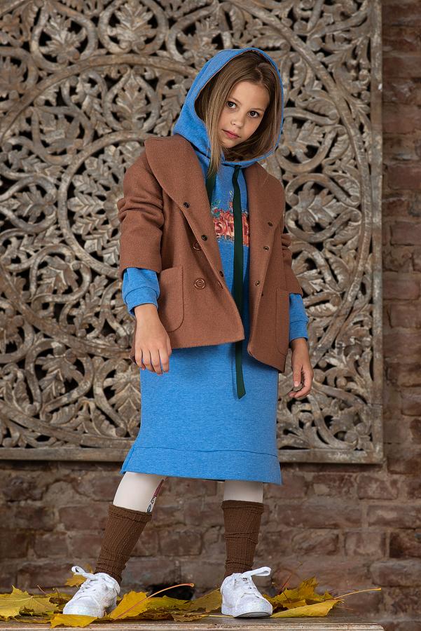 Бежевое пальто для девочки двубортное