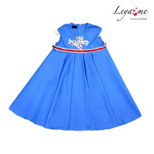 Платье голубое с завышенной талией и кружевной аппликацией на девочку