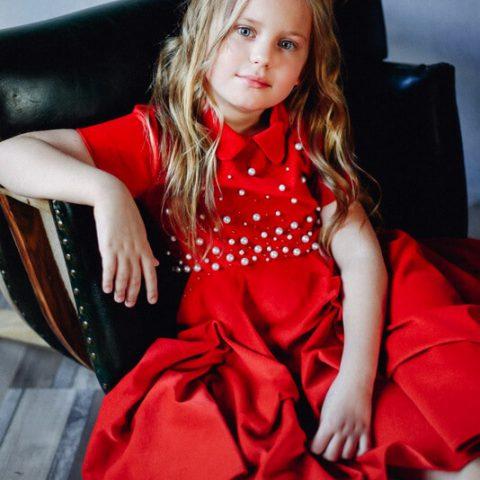Платье красное бархатное детское, расшитое жемчугом