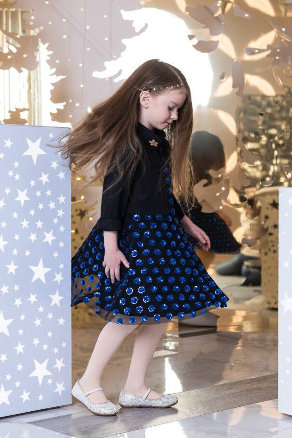 Платье-рубашка черное с юбкой из синих пайеток на сетке на девочку