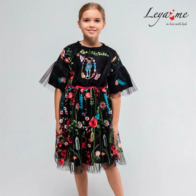Платье на девочку из черной сетки с вышивкой и объемными рукавами