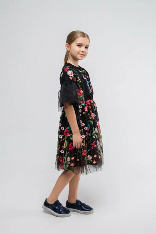 Платье на девочку из черной сетки с вышивкой и объемными рукавами 2021 1