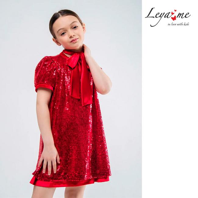 Платье трапеция на девочку из красных пайеток с бантом - шарфом.