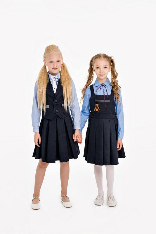 Серая школьная юбка со складками