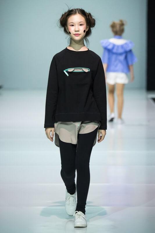 Черная туника детская с имитацией рубашки и мишкой в кармане на девочку 2021 1