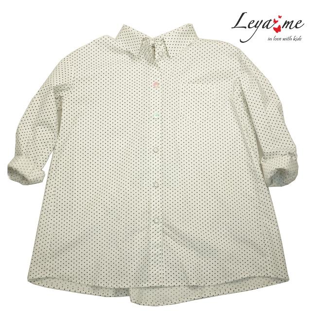 Удлиненная рубашка детская белого цвета в мелкий горох с бантами сзади на девочку