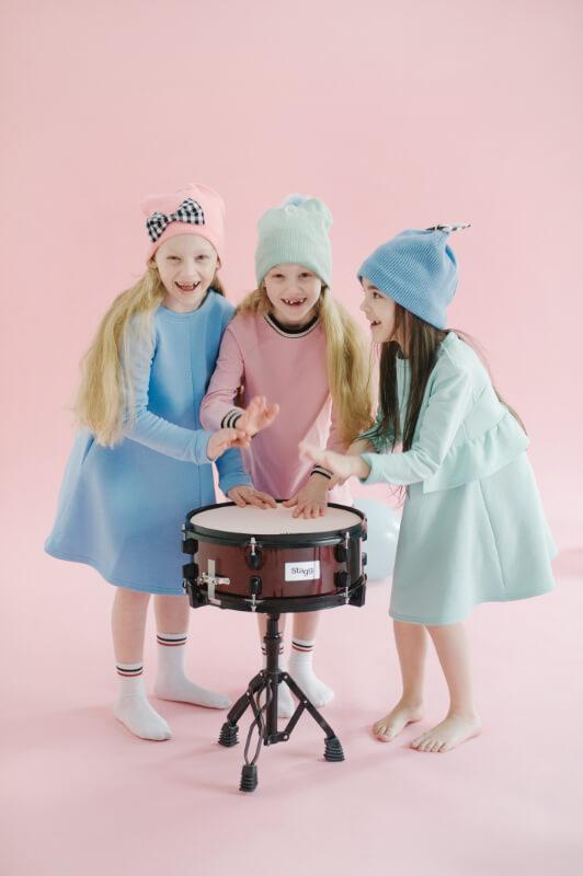 Шапка детская бирюзовая с голубым помпоном
