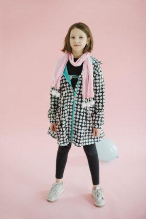 Хлопковый розовый шарф-платок с помпонами на девочку