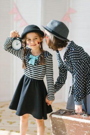Платье трикотажное детское комбинированное с верхом-тельняшкой и черной юбкой