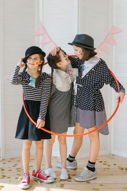 Платье трикотажное детское комбинированное с верхом-тельняшкой и черной юбкой 2021 1