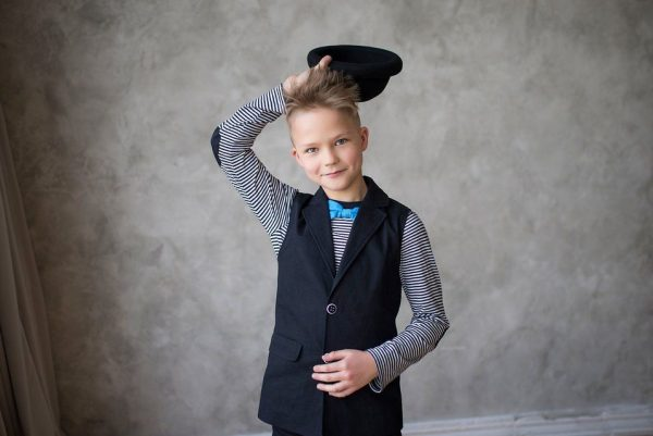 Черный удлиненный жилет для девочек и мальчиков